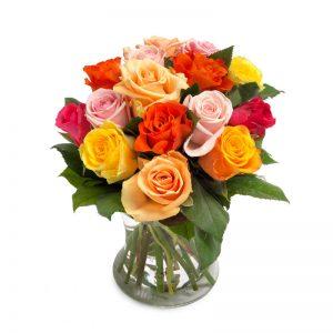 Rosbukett med rosor i blandade färger (här orange, rosa, gul, röd)