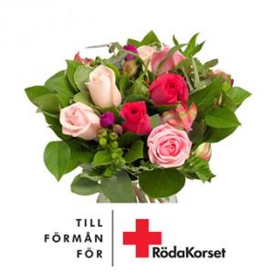 En vacker rosbukett med grönt. 10 % av blomstervärdet går till Röda Korsets arbete.