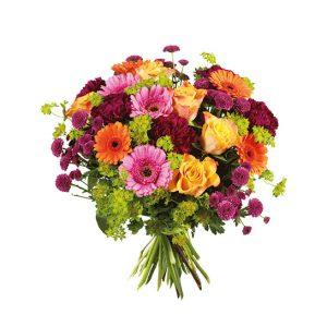 Bukett med rosor, nejlikor, germini i blandade, glada färger. Finns hos Interflora.
