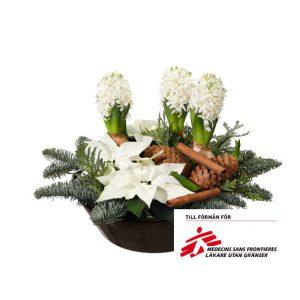 Julgrupp med hyacinter, julstjärnor, nobilis, kanelstänger och kottar. Finns hos Interflora.