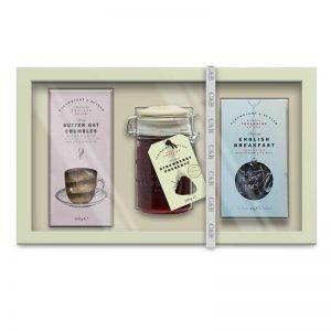 Presentset med engelskt te, skorpor och marmelad. Finns hos Euroflorist.