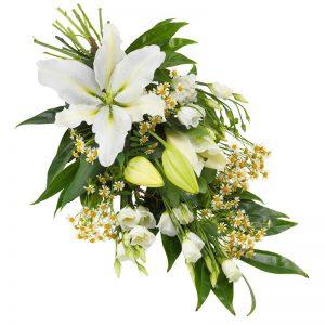 Sorgbukett med lilja, prärieklocka i vitt tillsammans med gröna blad. Den ingår i Euroflorists utbud av begravningsblommor.