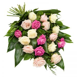 Liggande sorgbukett med rosor i rosa färgtoner. Blommorna finns hos Euroflorist, en av våra största blomsterförmedlingar på nätet.
