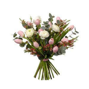 Floristbunden bukett från Interflora, med tulpaner, ranunkel, vaxblomma och eukalyptus.