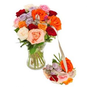 Familjebukett med en stor och en liten bukett med blommor i blandade, härliga färger. Ur Euroflorists sortiment.