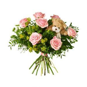 Söt bukett med rosa rosor och pistage. En söt nalle är nedstucken i buketten. En perfekt gåva till nyblivna föräldrar! Skicka blommorna via Interflora.