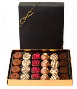 Ask med 16 belgiska praliner. FInns att beställa hos Florister i Sveriges.