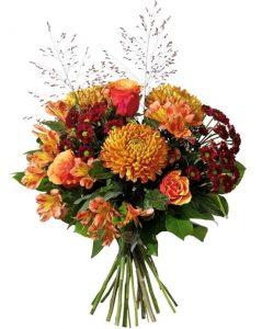 Höstbukett med krysantemum, alstroemeria, santini, rosor och gröna blad. Skicka blommorna med bud från Interflora - beställ online.