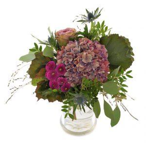Bukett med blommor i lila nyanser. Skicka Euroflorists septembukett med bud - beställ enkelt online.